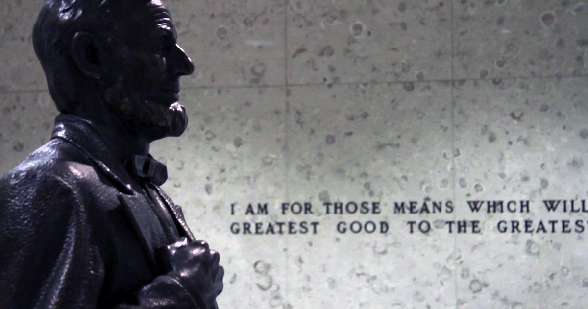 side angle of a statue of abraham lincoln